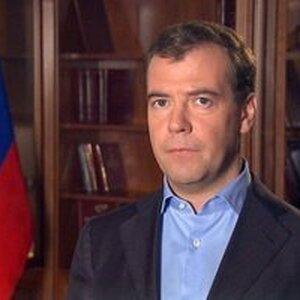 Медведев предложил сократить число медицинских справок для получения прав