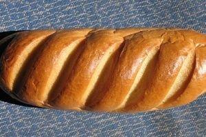 Жительница Калининградской области за камень в хлебе потребовала 40 тыс. рублей
