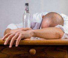 Принудительное лечение алкоголизма и наркомании – что нужно знать?