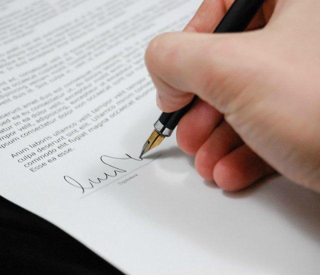 Госдума приняла в первом чтении законопроект о переводе часов в Саратовской области