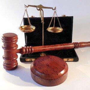 Женщина отсудила миллион у невестки, которая 20 лет скрывала убийство супруга