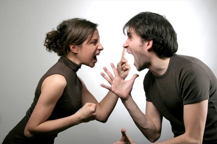 Суды начали наказывать супругов за семейные ссоры