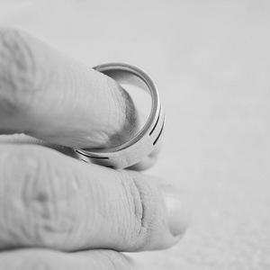 Петербурженка решила развестись с ушедшим 40 лет назад мужем