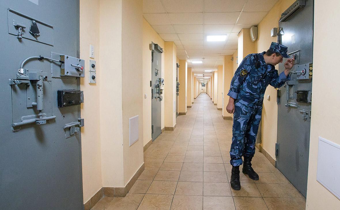 Суд обязал Владимирский централ выключить Love Radio в камере осужденного