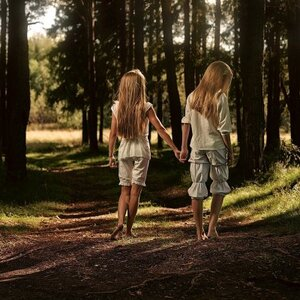 «Муж меня избивал, но детей не обижал»: мать убитых под Тюменью дочерей-близняшек рассказала ...