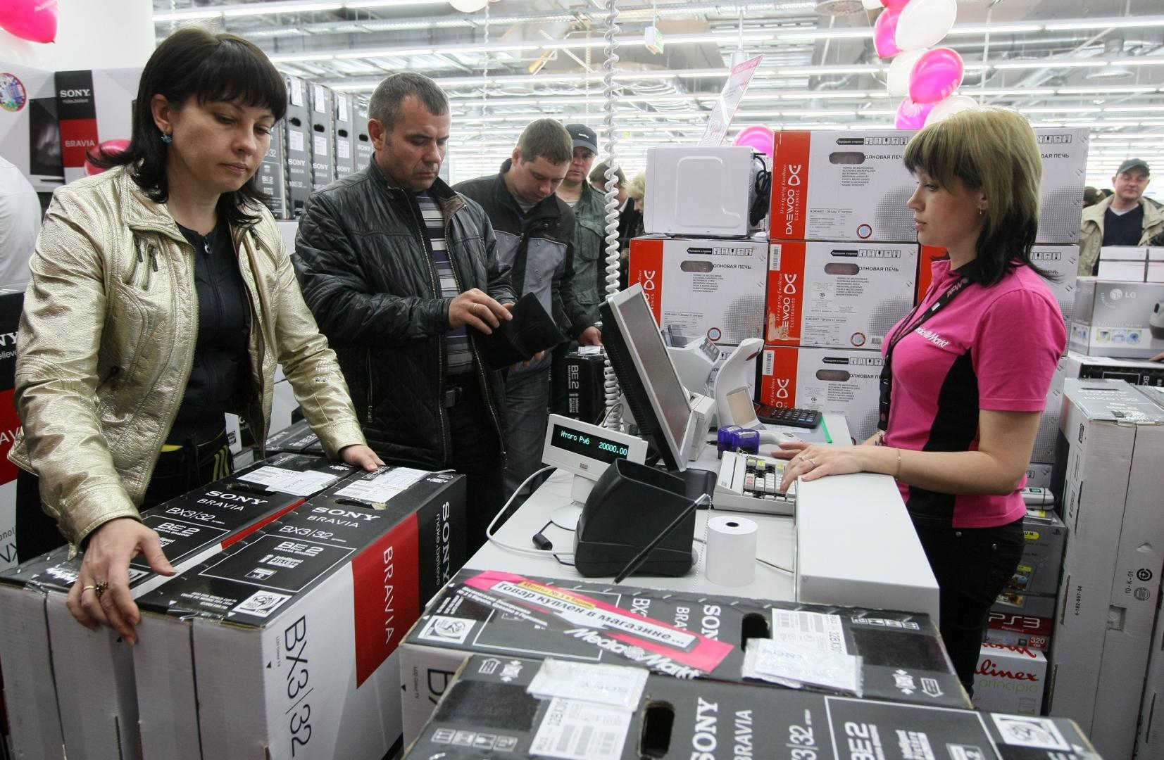«Лучше рубли потратить сейчас». Когда ждать повышения цен на технику в России