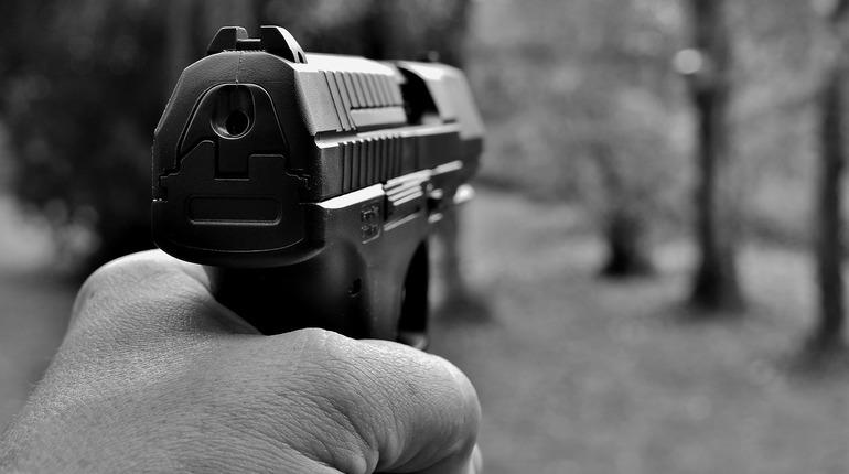 В Петербурге дележка парковочного места закончилась дракой и стрельбой из пистолета