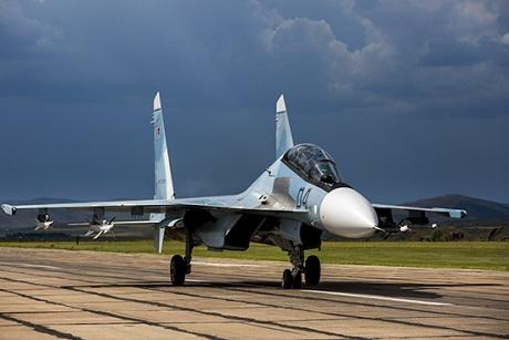 Четыре истребителя Су-30СМ из Иркутска поступили на вооружение авиаполка в Курской области