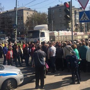 Россияне перекрыли дорогу из-за взлетевшей платы за ЖКХ. «Это грабеж».