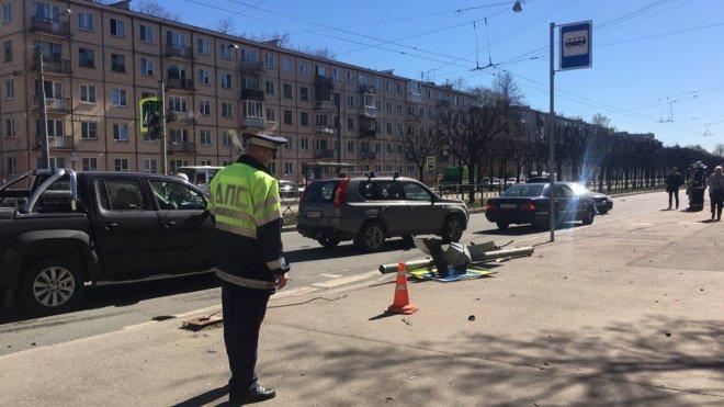 В Петербурге машина отскочила после ДТП и сбила ребенка светофором