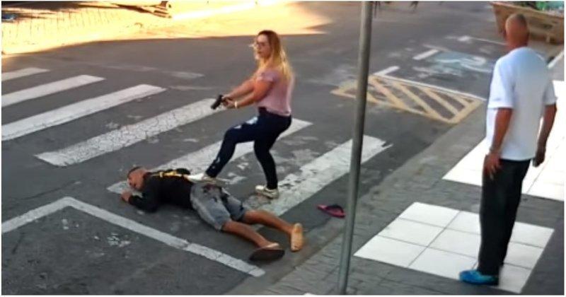 В Бразилии женщина-полицейский ловко обезвредила вооруженного грабителя