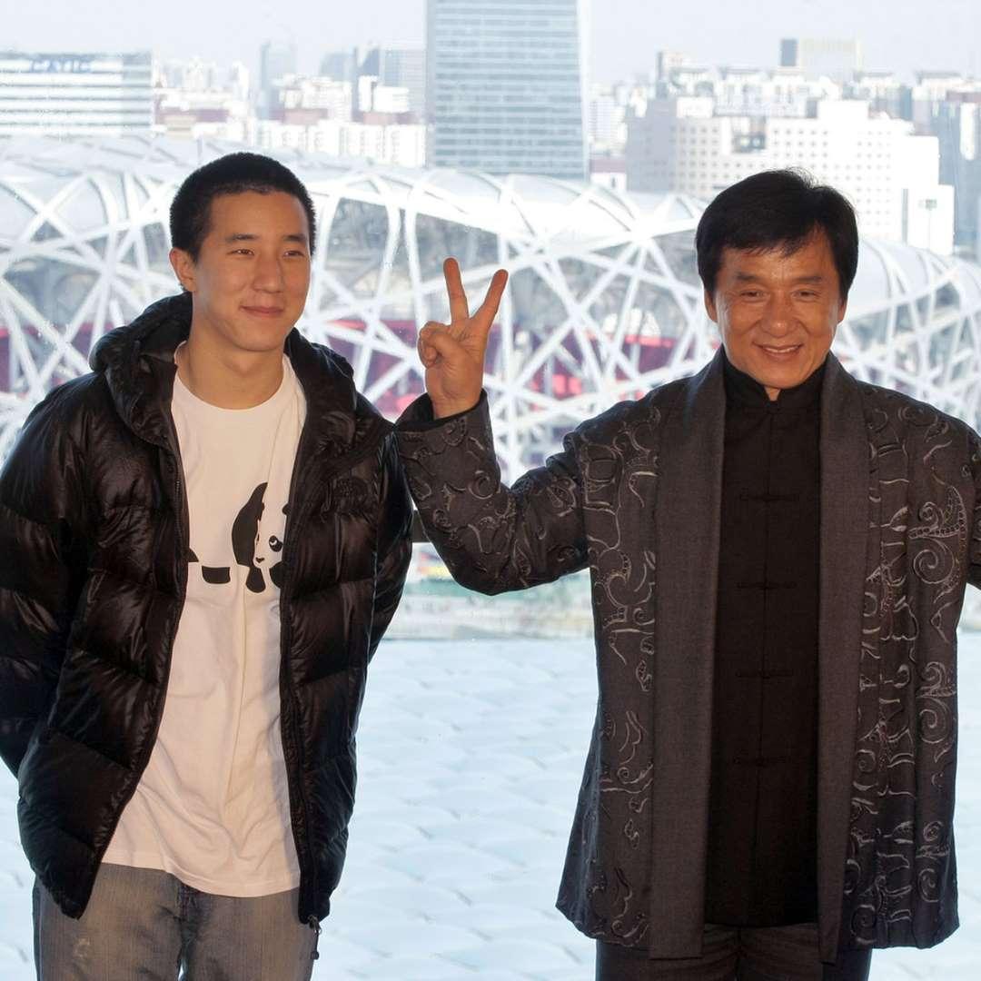 персонаж шоу фотографии семьи джеки чана может продержаться ногтях