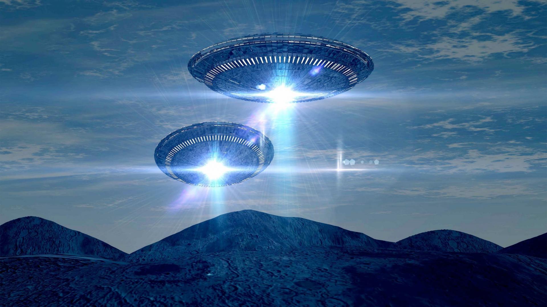 картинки летающих тарелок в космосе крайней мере