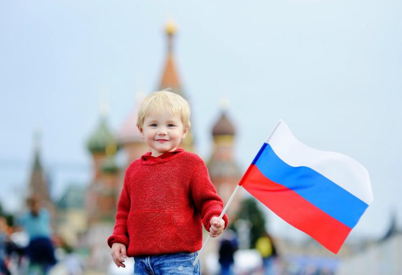 Почти все россияне считают себя патриотами страны
