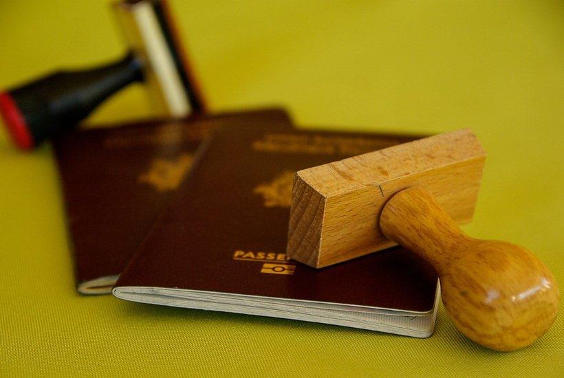 Законопроект об аккредитации визовых центров отозван из Госдумы