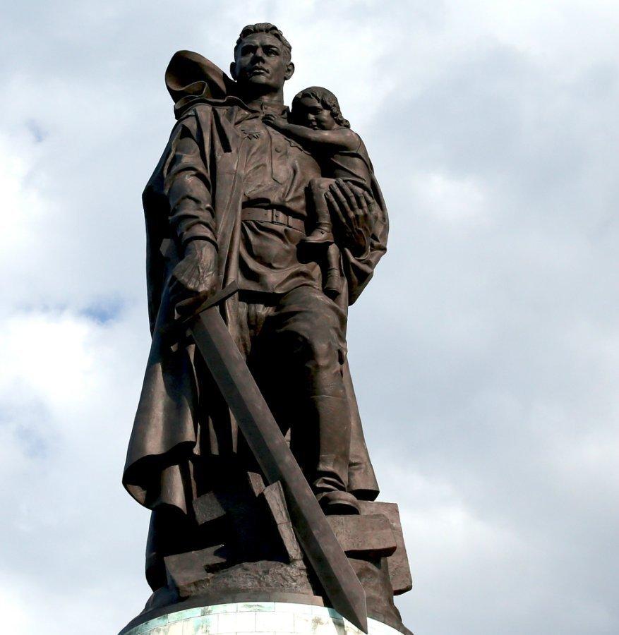 картинка памятник неизвестному солдату в берлине бисквит идеален
