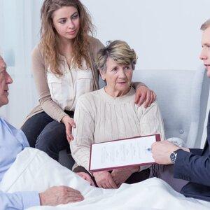 Завещание или дарственная –  что лучше и дешевле для родственников?
