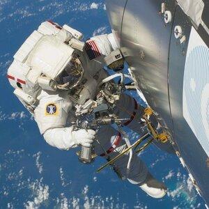 Американские астронавты могли просверлить дыру на МКС