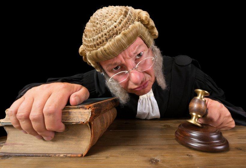 Как выиграть дело у настроенной против вас судьи – примеры из практики