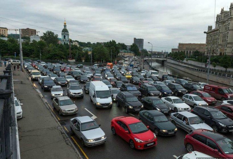 Приведет ли борьба с пробками на дорогах к запрету парковки во дворах?