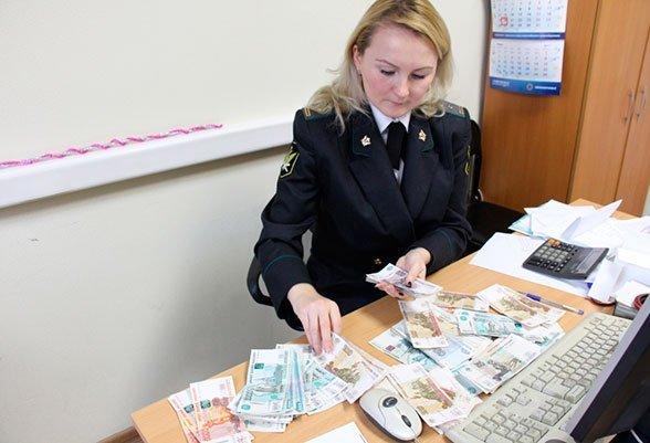 Порог для удержания долгов из зарплат и стипендий увеличен в 4 раза