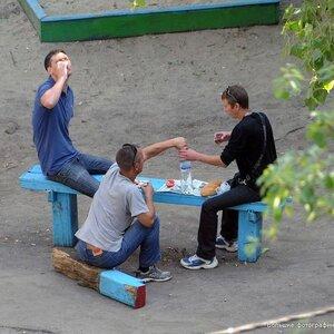 Городские дворы хотят защитить от пьянствующих дебоширов