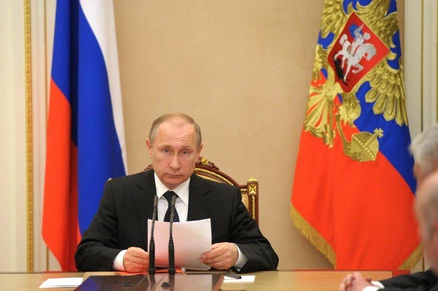 Почему Российский народ ворчит, но не бунтует? И он, и власть сидят у одной кормушки