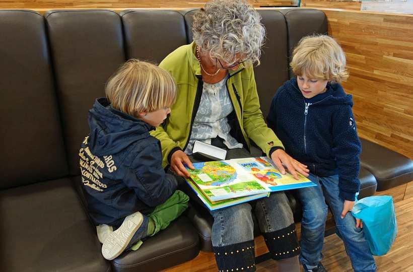 Пенсионеры, которые воспитывают детей из детских домов как приемная семья