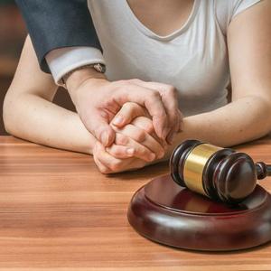 Бесплатные адвокаты по уголовным делам: плюсы и минусы