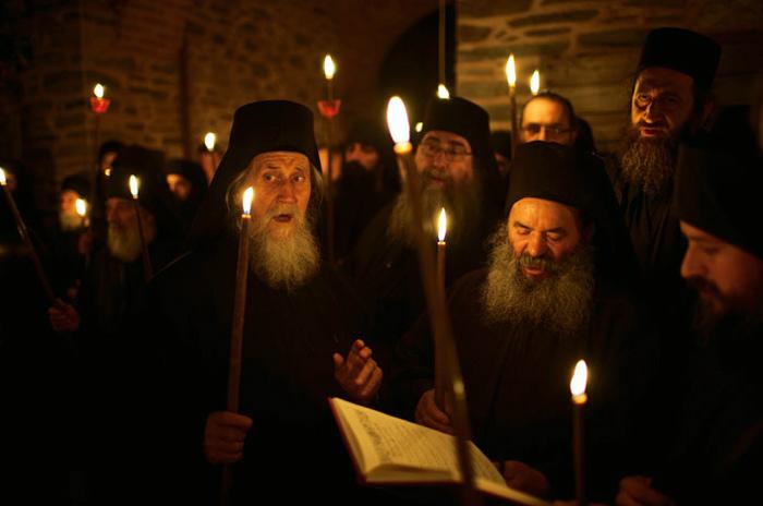 Надо уйти в монастырь, чтобы принять наследство (судебная практика)