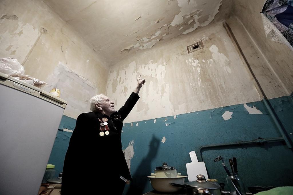 Чиновники выделили ветерану войны квартиру, непригодную для жизни.