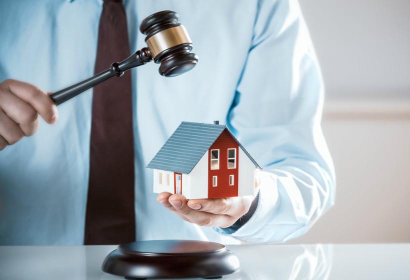 Суд обратил взыскание на единственную квартиру должника