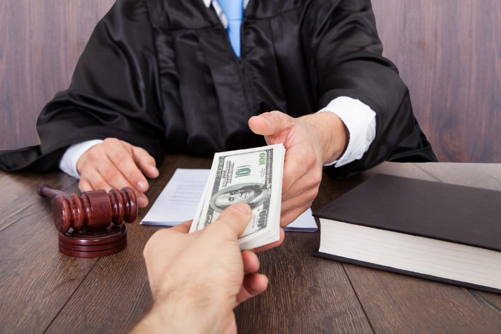 Коррупционеры в судейских мантиях (Судьи, пойманные на взятках за последнее время)