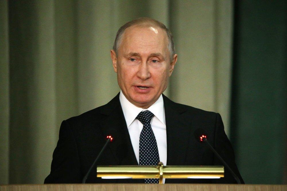 Путин призвал жестко реагировать на задержки выплат пенсий и пособий.