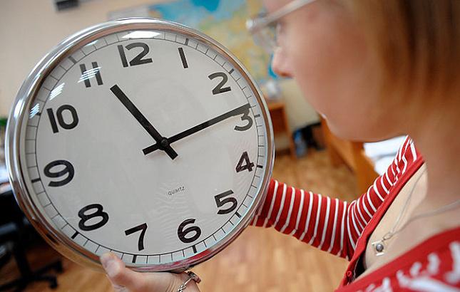 Госдума предложила вернуть перевод часов на зимнее и летнее время