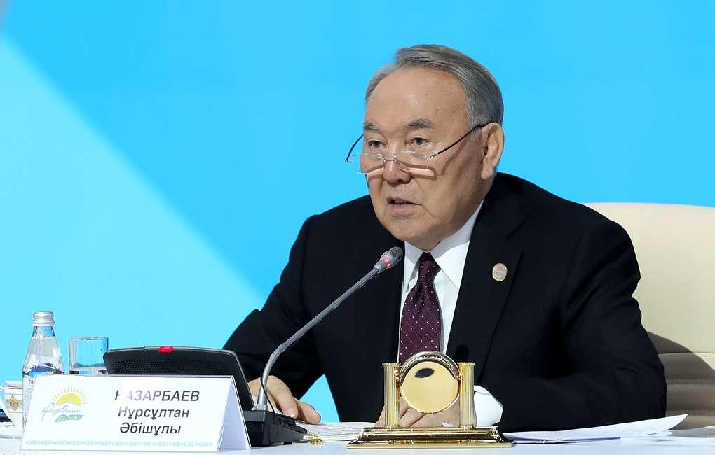 Нурсултан Назарбаев уходит в отставку. Он был главой Казахстана с 1990 года