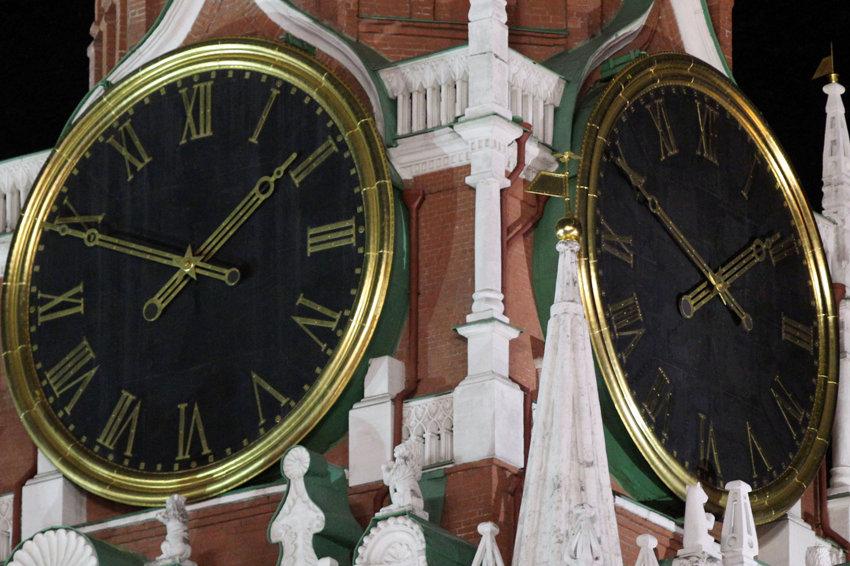 В Госдуму внесен законопроект о возвращении сезонного перевода часов