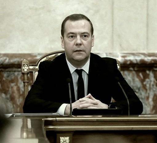 Медведев поручил решить вопрос о наказании за съёмку в кинозалах