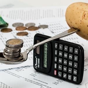 Как пенсионер может  снизить выплаты по долгам?
