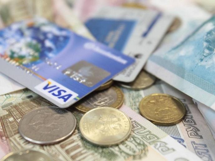 Работодателя оштрафуют, если он помешает работнику поменять зарплатный банк