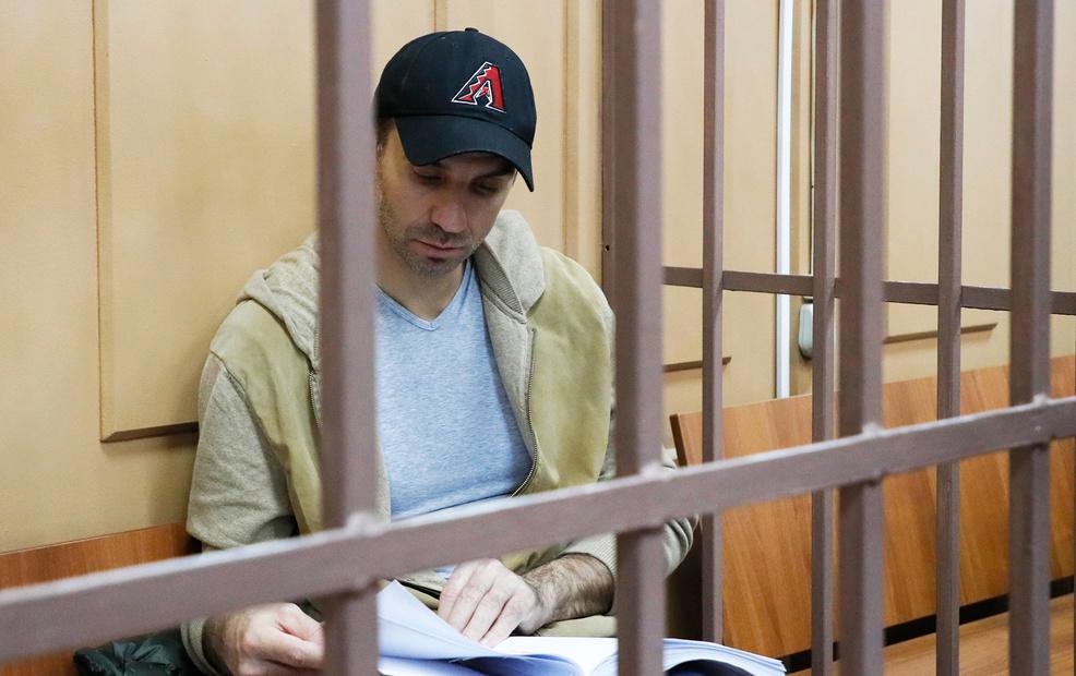 Застрахованных нет . Абызов , силовой намек Медведеву .