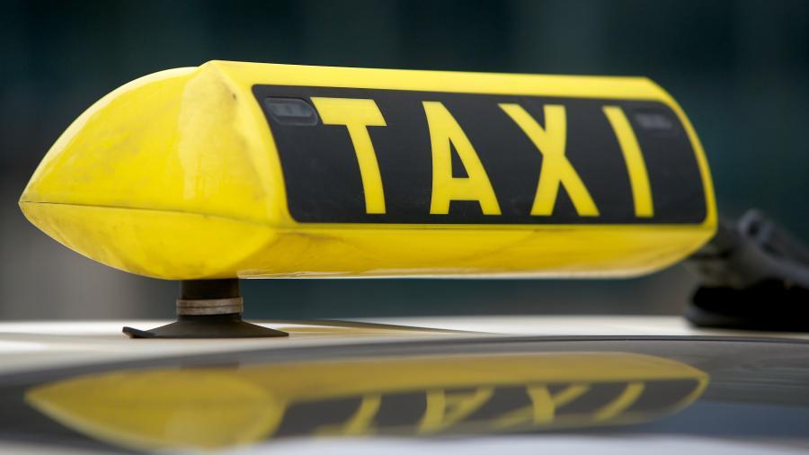 Сбивший полицейского в Москве таксист ездил без прав