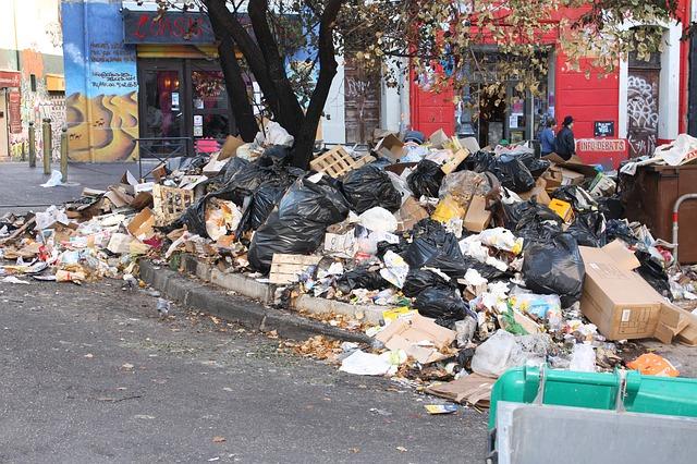 Почему плату за мусор начисляют на жильё, в котором никто не зарегистрирован и не живёт?