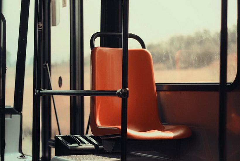 В Сургуте кондуктор высадила школьницу из автобуса из-за отсутствия сдачи