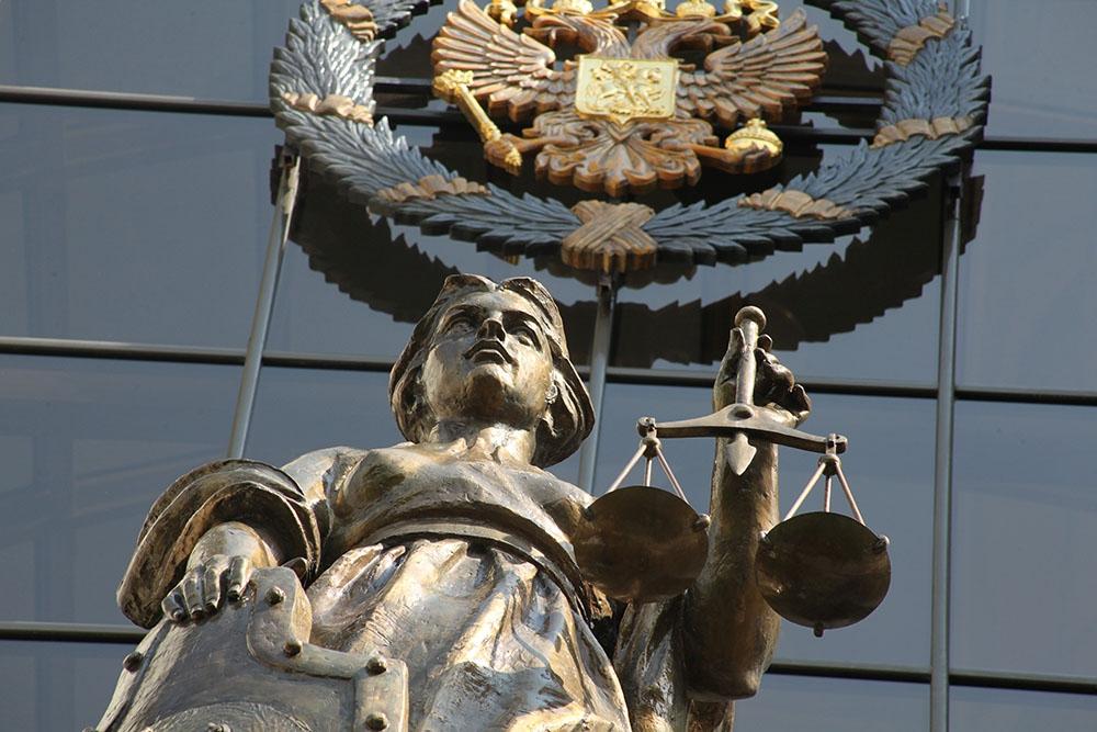 Верховный суд РФ : Управляющая организация обязана заключить договор с РО по обращению с ТКО.