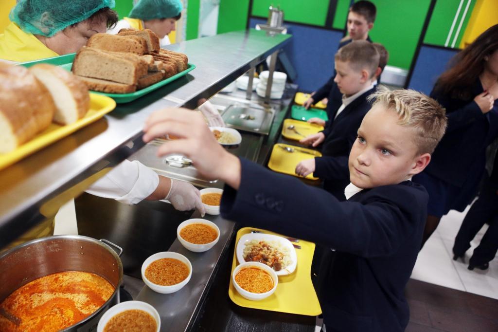 Школьникам запретят приносить еду из дома!