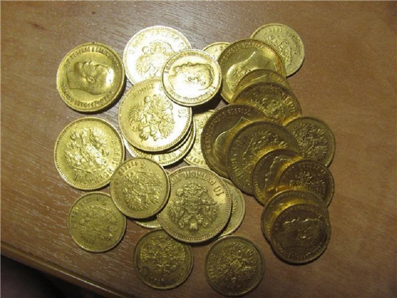 Полицейские украли сданный им клад золота . Нагло и тупо . Дело приостановлено !