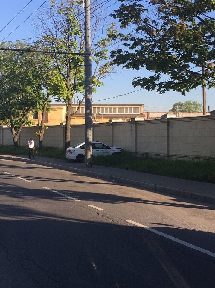 «Яндекс.Такси» врезалось в забор в Расстанном переулке