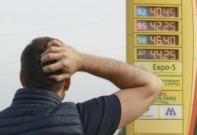 Цена на бензин вырастет: почему нефть дешевеет, а цены повышаются