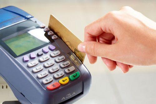 Расплачиваетесь чужой банковской картой в магазине? Можете оказаться в полиции!